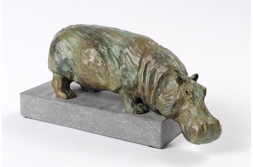 leunend nijlpaard Werken